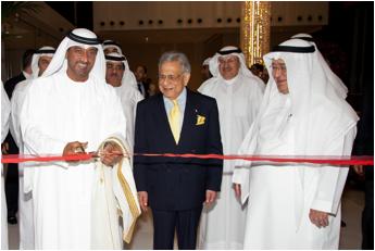 His Highness Sheikh Ahmed bin Saeed Al Maktoum, Sheikh Adel Al Aujan and Mr P.R.S. Oberoi at the Inauguration of The Oberoi, Dubai
